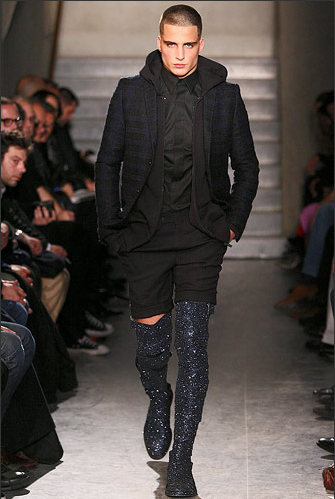 kacang polong kecil: knee high boots men