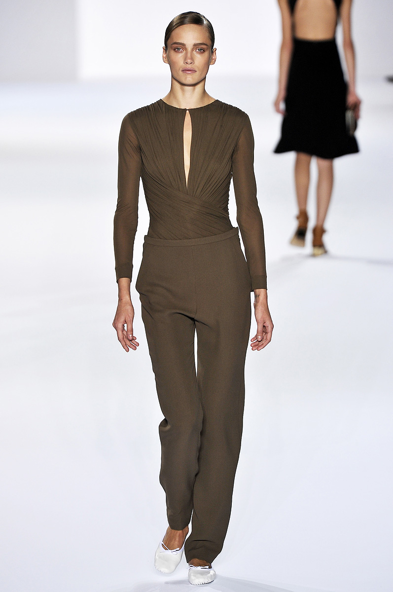 http://www.taistoisoisbeau.com/blog/wp-content/2010/11/Chloe-Spring-Summer-2011-masculine-trouser-02.jpg